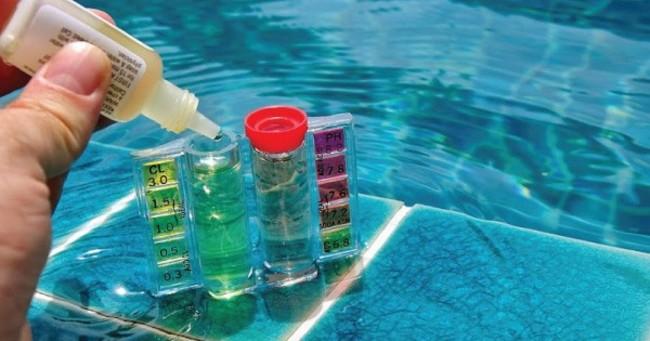 чистка воды в бассейне
