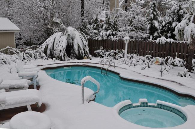 закрывать бассейн на зиму