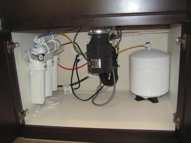 установка фильтров для очистки воды на кухне