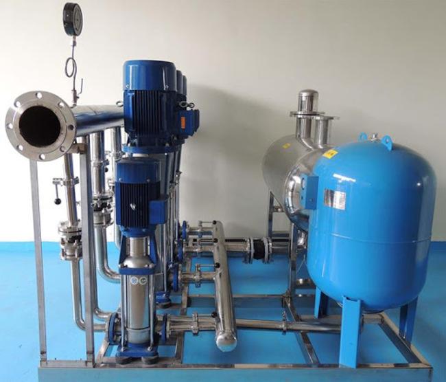 монтаж накопительного бака для воды