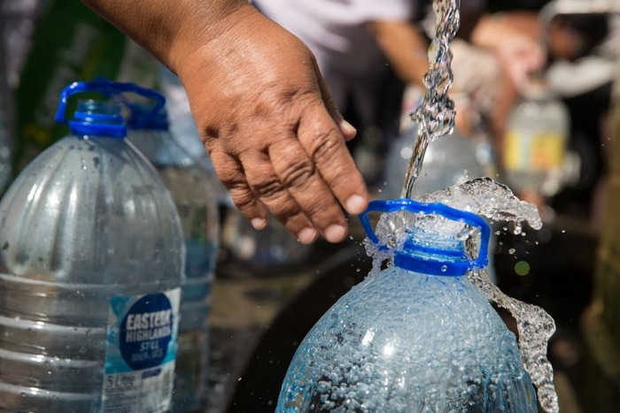 что добавляют в бутилированную воду