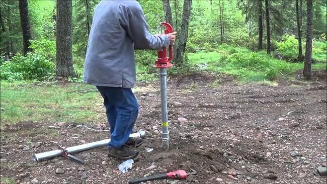 схема установки погружного насоса в колодец